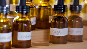 Ambra ist einer der vielen Inhaltsstoffen, der beid er Parfum Herstellung verwendet werden kann.